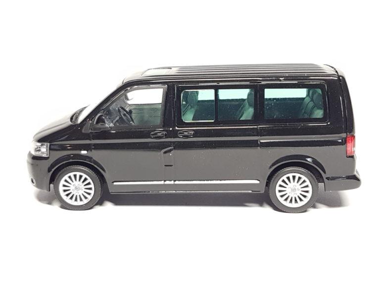 Volkswagen bus T5b Caravelle